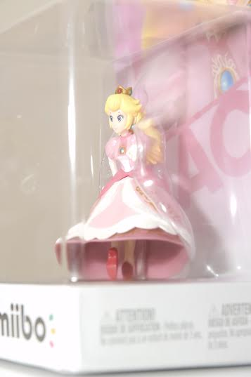 reversed_peach_amiibo_2